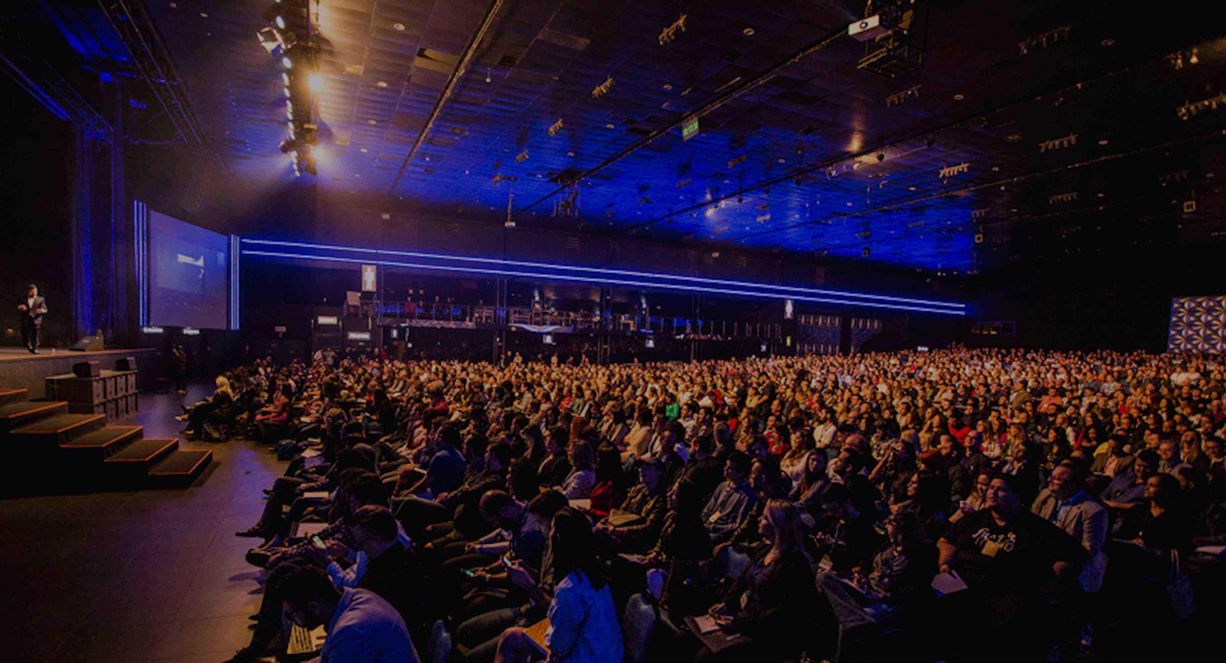 samuel-pereira-auditorium-unsplash
