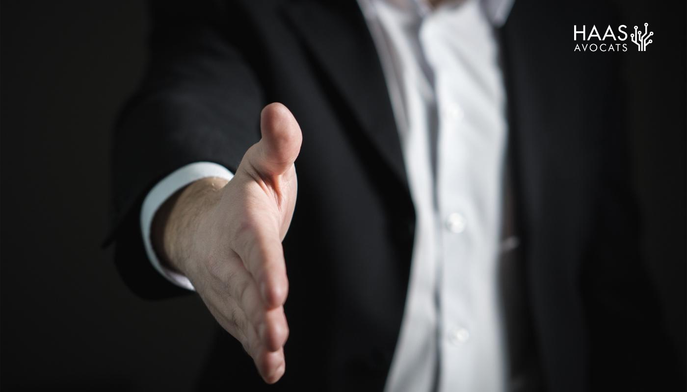 La poursuite d'un contrat entraîne-t-elle sa renonciation ou son exécution ?